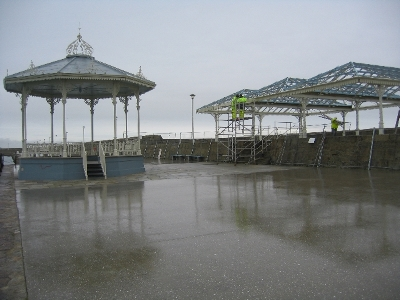 04_bandstand_and_shelter_view