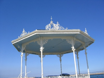 20090408_bandstand_ceiling_painted