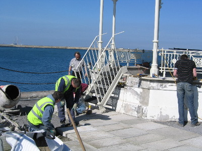 20090408_bandstand_fitting_steps_and_laying_slabs