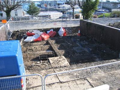 20090408_work_commences_on_metals_walkway_3