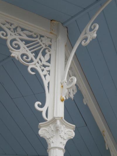 bandstand_column_top